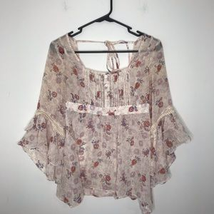 Decree Ruffle Bell Sleeve Floral Top Small